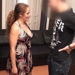 Gaby se folla al amigo de su hijo y nos envía el vídeo. '¡Es que el muchacho me pone cachondísima!
